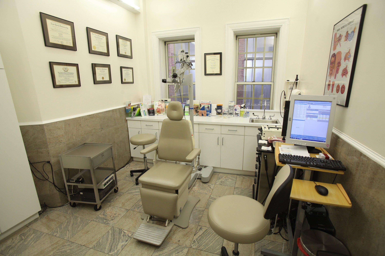 dr darius kohan consultation room